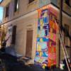 Sulla casa comunale occupata arrivano i graffiti