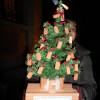 Albero di Natale di mattoni: Attac accoglie cosi il sindaco alla serata sul pgt