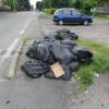 Decine di sacchi neri abbandonati per strada al rione Matteotti: le foto delle minidiscariche