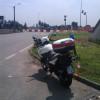 Scontro tra auto e moto in viale Europa: gravi lesioni alle gambe per il centauro