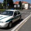 """Fiat Punto """"molesta"""" per autobus urbano: la rimuove la polizia locale"""
