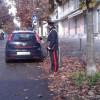 Armeggia sulla portiera di una Hyundai con una tenaglia: arrestato