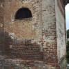 Cislago, svastica sull'antica chiesetta. Comune pronto a pulire