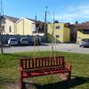 Origgio, una panchina rossa e una scultura per non dimenticare le vittime di femminicidio