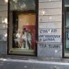 Piazza Volontari ricoperta di graffiti contro la Lega