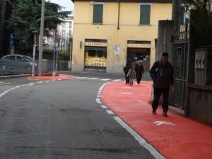 pista ciclabile rossa via Reina (5)