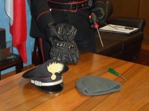 carabinieri caronno cacciaviti guanti (1)