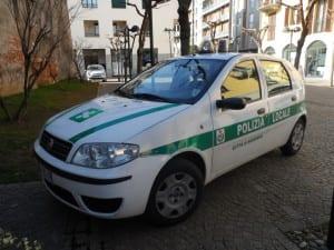 polizia locale auto vigili piazzetta Schuster (2)