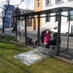 vandali pensilina municipio (2)