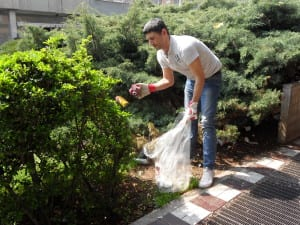 16042013 Silighini pulisce piazza De Gasperi (2)