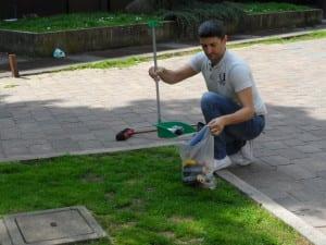 16042013 Silighini pulisce piazza De Gasperi (7)