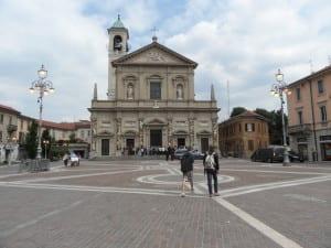 saronno luci accese di giorno piazza libertà  (2)