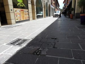 via san cristoforo pavimento sconnesso buca (1)