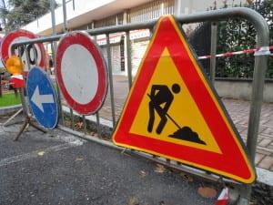 cantiere lavori in corso asfaltature