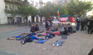 12102013 comitato antifascista saronnese flashmob lampedusa (9)