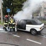 21102013 – auto in fiamme solaro vvf saronno (7)
