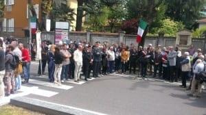 250402014 tensioni in piazza 25  aprile saronno (12)