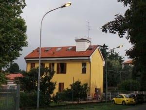 26052014 lampioni accesi anche di giorno piazza tricolore posteggio posta (6)