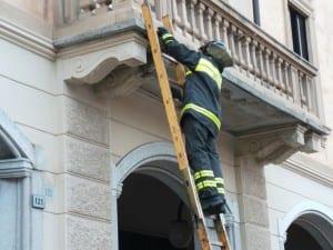 07072014 crollo pezzo cemento corso italia piazza san francesco (10)