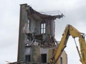 24072014 demolizione torretta ex caserma vigili del fuoco (39)