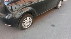07092014 vandali pneumatici (3)