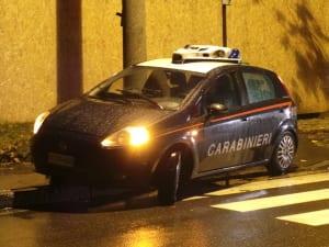 carabinieri notte pioggia strisce pedonali (1)