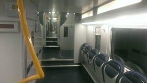 interno treno trenord vuoto
