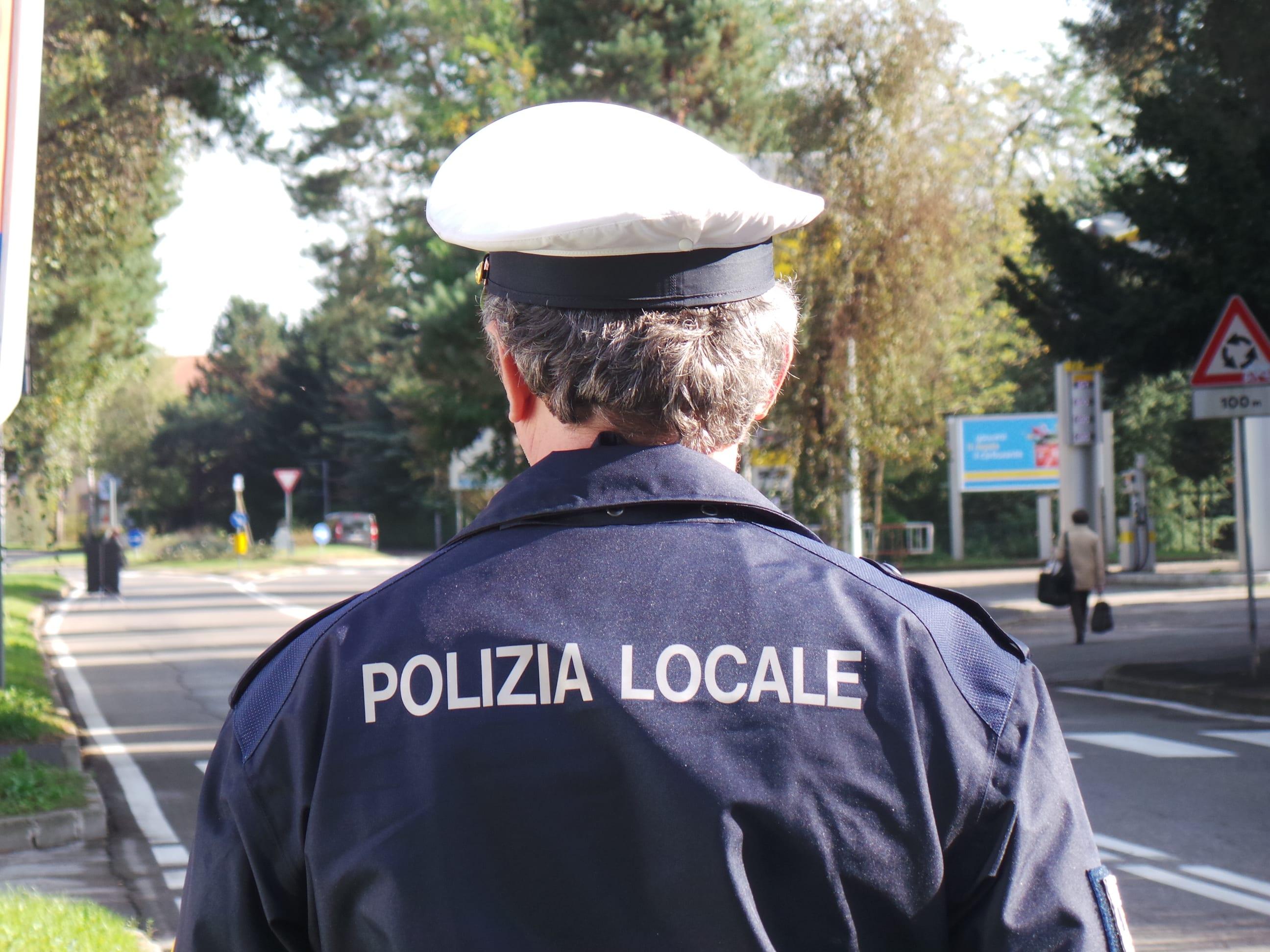 polizia locale giorno pattuglia viale prealpi controlli (2)