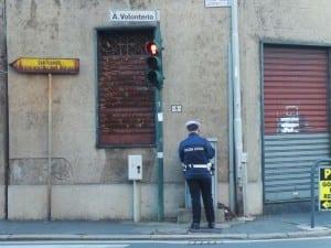 polizia locale semaforo via volonterio (2)