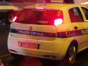 polizia locale stazione notte pioggia (3)