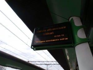 22022015 caronno pertusella stazione investito treno (12)