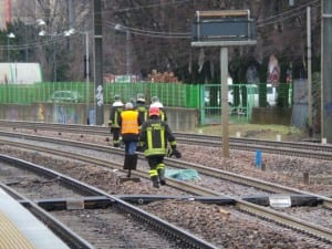 22022015 caronno pertusella stazione investito treno (7)
