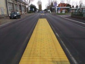 06042015 street print mattoncini gialli via varese (8)