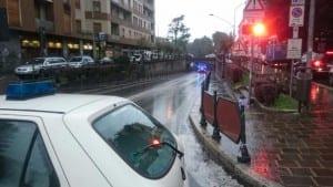 23092015 sottopasso primo maggio auto bloccata pompieri polizia locale (6)