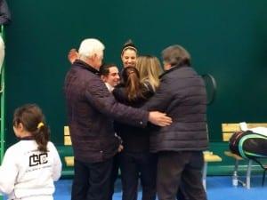 I festeggiamenti nell'immediato post partita con l'abbraccio tra i dirigenti del club e le ragazze di A1
