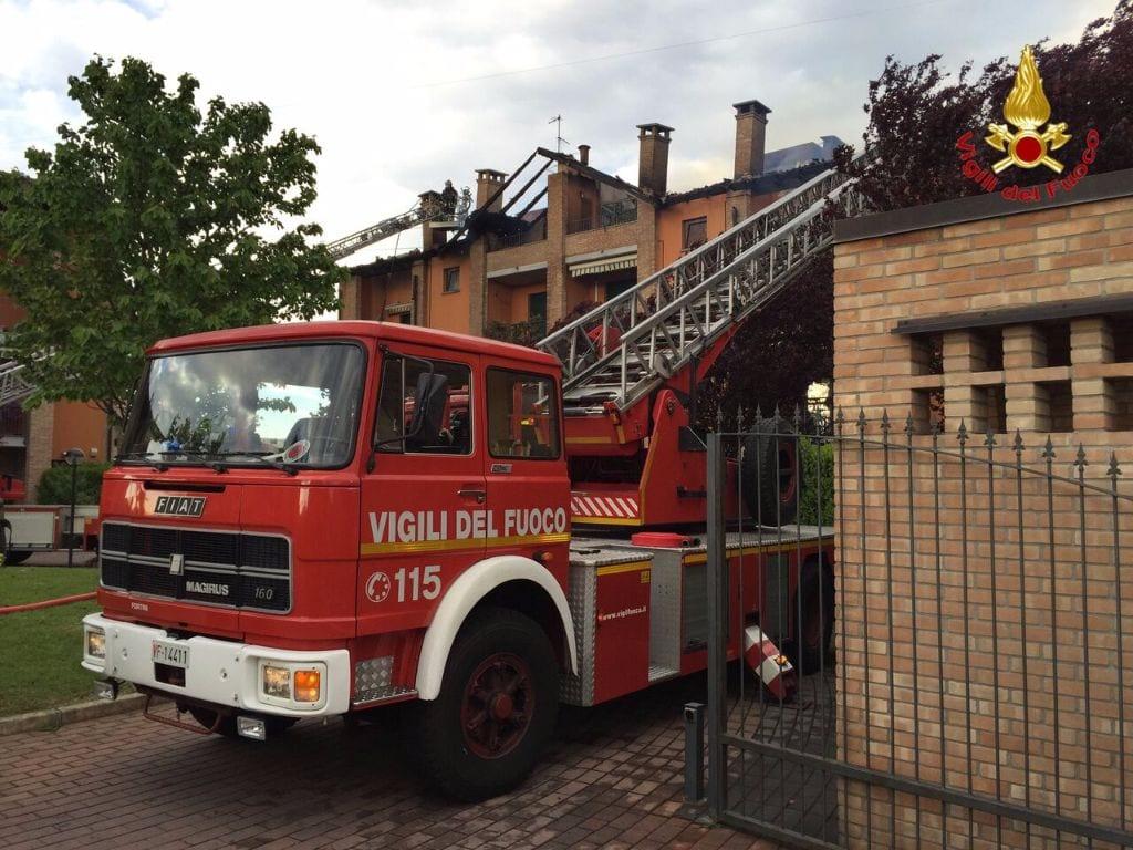 24042016 incendio gerenzano foto pompieri (7)