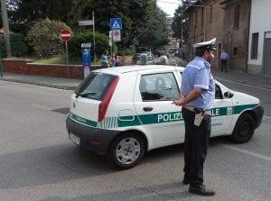 04092016 polizia locale giorno via volta piazza unità d'italia(2)